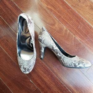 Merona Size 6 Snakeskin Print Heels